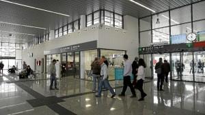 Primeros viajeros en las nuevas instalaciones. / Foto: Jesús Bellerín.