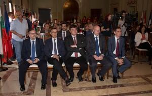 Las autoridades. durante el acto que tuvo lugar en el Salón de Plenos del Ayuntamiento de Huelva.