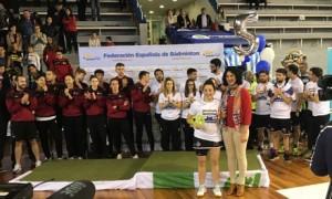 Nerea Ivorra recibe el trofeo como mejor jugadora de la final. / Foto: G. D.