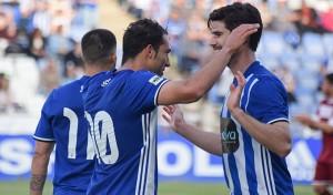 Los jugadores del Recre, felices tras el 2-0 obra de Boris al transformar un penalti. / Foto: Pablo Sayago.