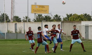 Tuvo que emplearse a fondo el Atlético Onubense para sacar adelante su partido ante el Arcos. / Foto: recrecantera.es.