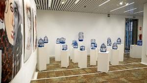 Zona compuesta por 20 jaulas en las que se han introducido diversos mensajes con los mitos y prejuicios del autismo. /Foto: Jesús Bellerín.
