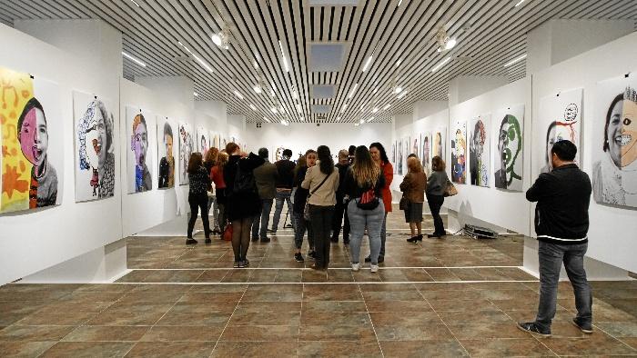 La exposición #tumediacara estará en la Sala de la Provincia hasta el 28 de abril. /Foto: Jesús Bellerín.