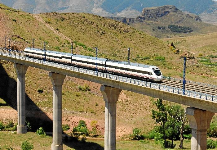 """El año pasado más de 325.000 viajeros usaron los distintos trenes con salida o destino Huelva, lo que supone un """"notable incremento"""" del 19% respecto al año anterior."""