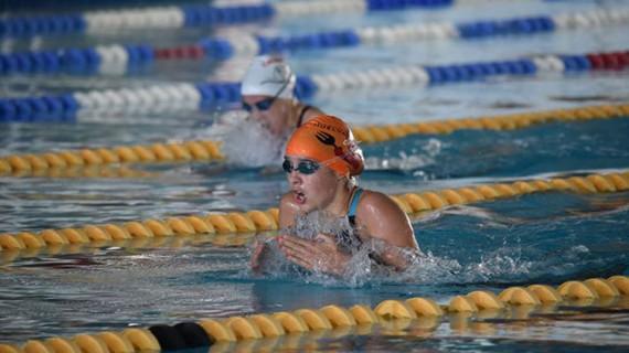 La nadadora Alba Vázquez se cuelga la medalla de plata en los 400 estilos de la Swin Cup en Amsterdam