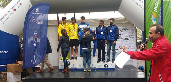 Los representantes del RCMH en el podio.