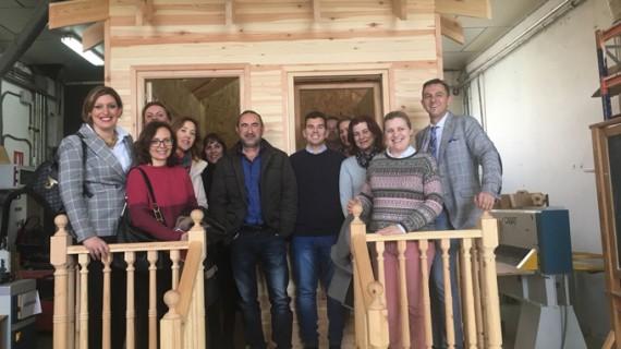 Huelva se interesa por el modelo de promoción del sector del mueble de Lucena
