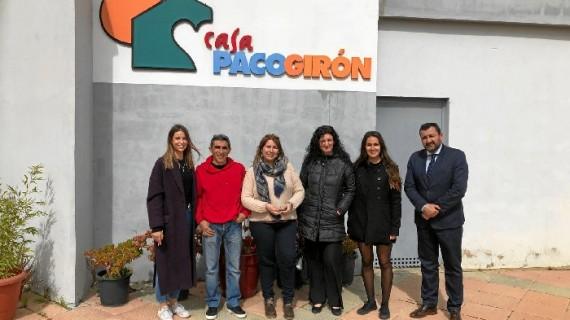 La Cátedra Aguas de Huelva visita la Casa Paco Girón y su programa 'Alojamiento con corazón'