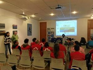 Los voluntarios asistieron en primer lugar a una jornada forma-tiva que se desarrolló en el centro de visitantes Anastasio Senra.