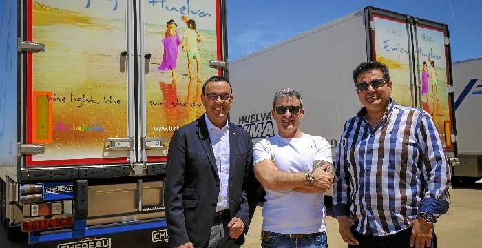 Camiones con productos onubenses promocionan por Europa los atractivos turísticos de la provincia de Huelva