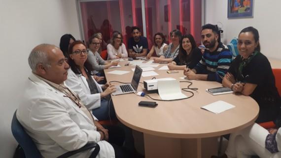 El Hospital Infanta Elena forma a personal de ONGs para mejorar la salud de personas en exclusión