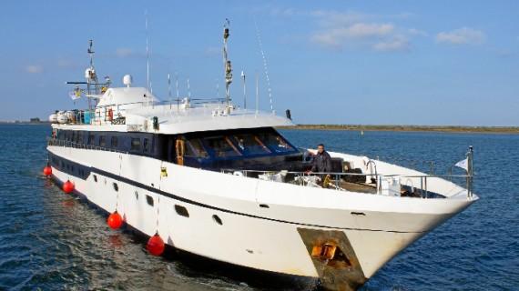 El buque de cruceros 'Harmony G' recala por primera vez en el Muelle Levante de Huelva