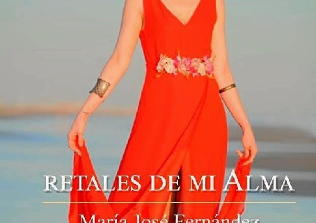 La escritora onubense María José Fernández presenta su ópera prima, 'Retales de mi alma'