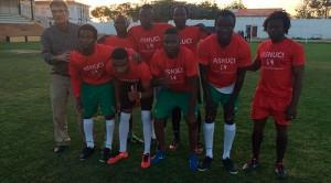 Asnuci II, con jugadores de Mali, Senegal y Guinea Conakry, campeón del torneo en Lepe.