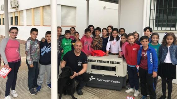 Bomberos Unidos sin Fronteras realiza una jornada de sensibilización en el colegio Zenobia de Moguer