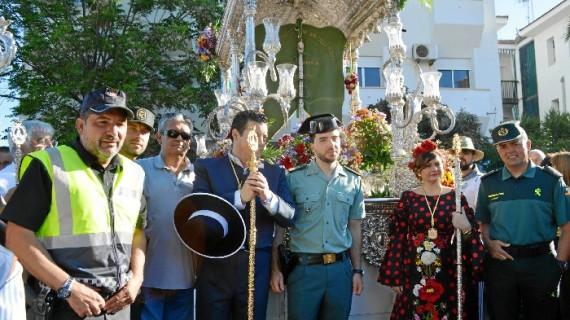 La Hermandad de Punta Umbría parte hacia El Rocío con el estreno de los arreos y una corona de la carreta del Simpecado