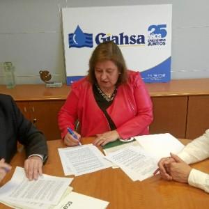 Un momento durante la firma del convenio con ECOLEC.