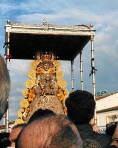 Un momento de la procesión de la Virgen del Rocío.