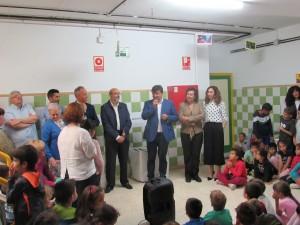 El alcalde, Gabriel Cruz, se dirige a los presentes.