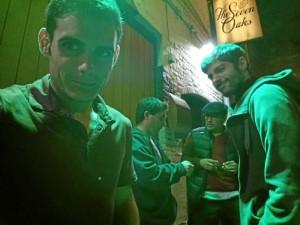 De bares, con amigos.
