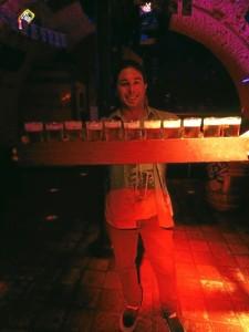 Bélgica es conocida mundialmente por su cerverza. En la imagen, un 'metro' de esta bebida, típico en algunos bares.