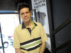 Manuel Lagares nos cuenta que su formación es totalmente autodidacta.