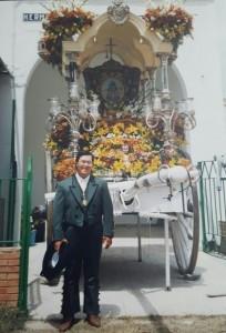 Mauricio Borrero, hace veinte años, también Sindrome de Down, antecedió a Juan Antonio siendo también hermano mayor del Rocío de su pueblo, Lucena del Puerto.