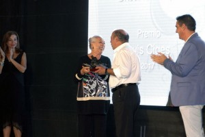 Entrega del Premio 'Luis Ciges' a Cristina Hoyos en 2017.