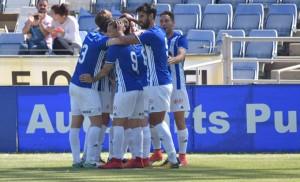 Los jugadores del Recre celebran el gol de Antonio Núñez. / Foto: Pablo Sayago.