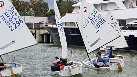 María Pinteño y Ana Azcárate acumulan experiencia en el Campeonato de Andalucía de Aguas Interiores de Vela