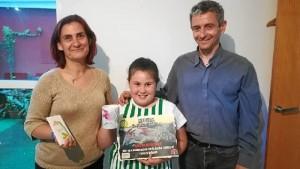 Ana, con sus padres. / Foto: La Sonrisa de Rafa.