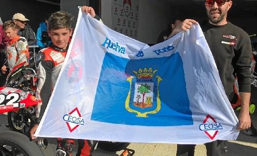 El piloto onubense de 11 años Hugo Millán debutó en la categoría de premoto 4 en Valencia