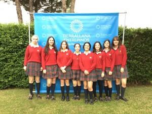 María junto a algunas de sus compañeras del colegio Tierrallana.