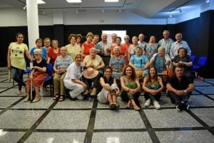 Foto de familia de la clausura del taller.