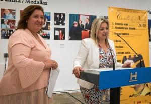 La alcaldesa de Niebla, con la diputada de Cultura.