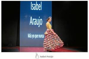 Ha estudiado Diseño de Moda en la Escuela de Sevilla.