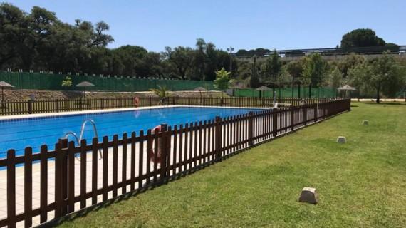 Lucena del Puerto invita a pasar un refrescante verano en su piscina municipal