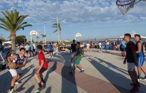 Un momento de la prueba del Circuito 3x3 de baloncesto en El Rompido.