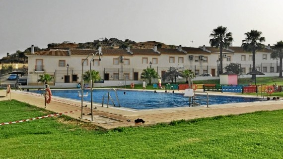 El Almendro ya disfruta de su piscina municipal