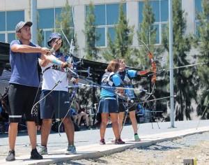 Arqueros finalistas de arco recurvo masculino y femenino.