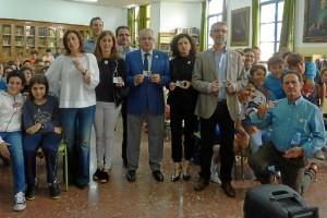 En la imagen, el delegado de Salud, los coordinadores de Trasplantes del los hospitales de Huelva y el director del IES La Rábida, centro en el que se ha desarrollado un programa de concienciación.