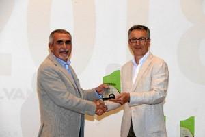 El Sub Inspector Jefe de la Policía Local de Moguer José Manuel Domínguez Estévez obtenía el premio en la categoría de Seguridad y Emergencias.