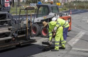 Obras de asfaltado en Huelva.