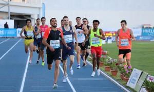 Saúl Ordóñez, en el momento de ganar la prueba de los 800 metros. / Foto: Laura Cebrino.