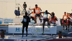 Un momento de la carrera de los 3.000 obstáculos masculinos. / Foto: Laura Cebrino.