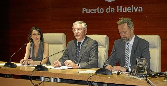 El Puerto de Huelva acoge una jornada sobre los retos logísticos del comercio internacional de frutas y hortalizas