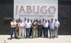 Miembros de la nueva Junta Directiva de la DOP Jabugo con su presidente y director general.