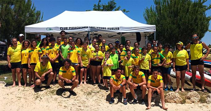 Representantes del Tartessos Huelva en el Campeonato celebrado en el Lago de Arcos.