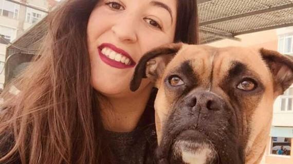 La futura trabajadora social onubense Alba López, una enamorada de los animales en la Asociación Hachiko de Granada