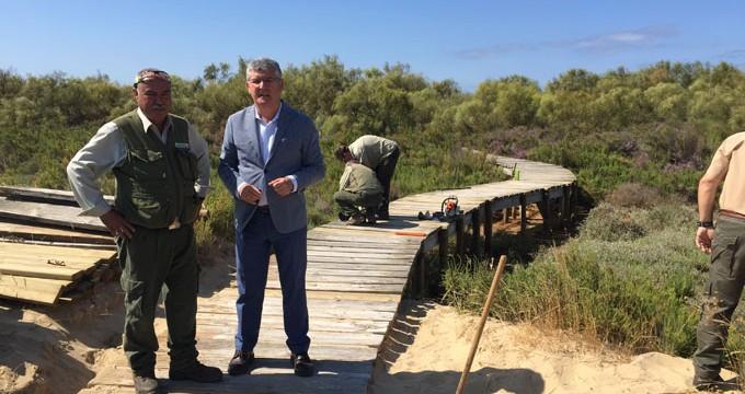 Arreglan las pasarelas de acceso a las playas de La Flecha de El Rompido y El Terrón